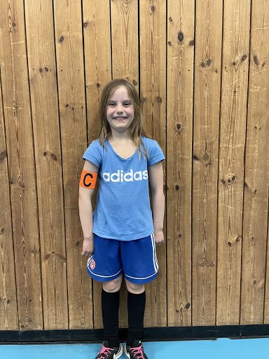 Amalie Gjessing J2014<br /><br />Amalie er alltid fokusert på treninger. Hun sentrer ballen og hjelper lagvenninnene sine til å bli bedre. Hun er også veldig inkluderende som tar med alle på leker før treninger, og bidrar til god stemning med sitt gode humør!