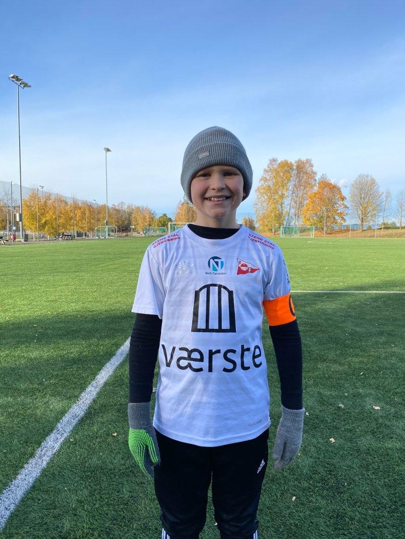 Tarjei August Ringstad;<br />Tarjei er positiv på trening. Han er flink til å høre på treneren og ta beskjeder. Etter trening hjelper han til med å samle utstyr. I spill er han flink til å spille andre gode med gode pasninger. Han er generelt en veldig hyggelig gutt å ha på trening, og bidrar til god lågånd!