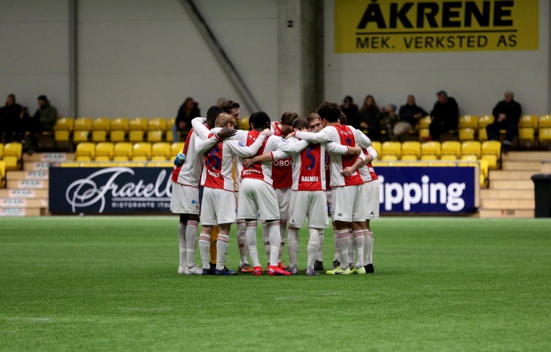 KAMERATSKAP: Gjengen som startet årets fjerde treningskamp.